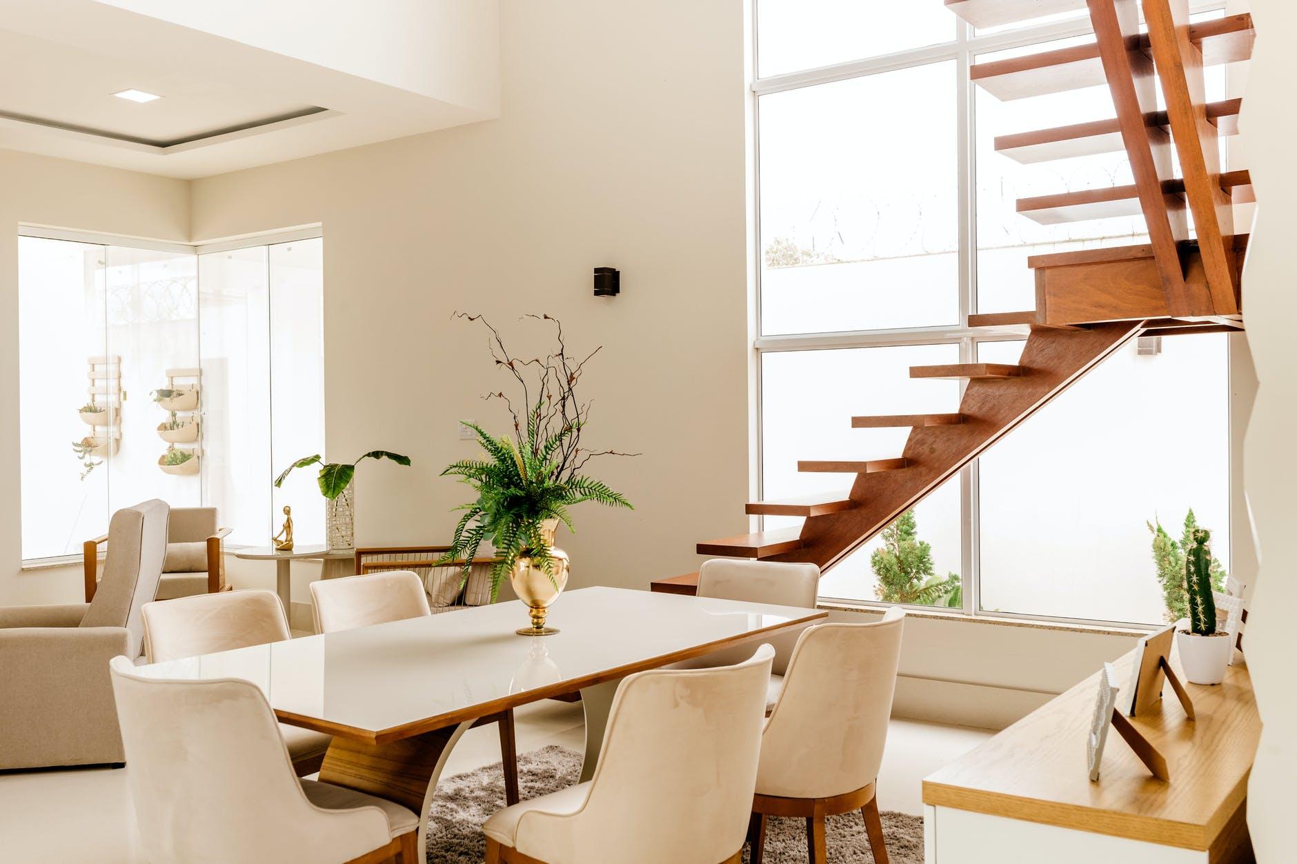 Dřevo – ideální materiál pro výrobu schodů