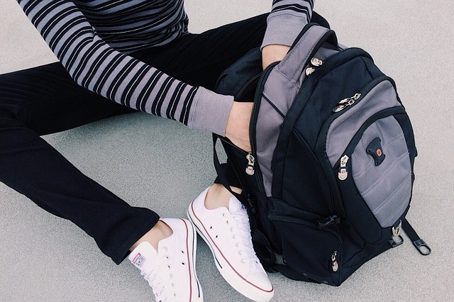 studentka s batohem