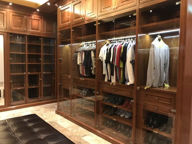 Praktické a funkční vestavěné skříně